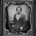 Unidentified woman Mujer no identificada, aunque podría ser Sarah McGill Russwurm, en un daguerrotipo realizado por Augustus Washington en 1854 ( Library of Congress, Prints and Photographs Division - Temple University Press )