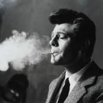 """Arturo Zavattini, director de fotografía de Fellini, retrató al actor Marcello Mastroianni en el set de rodaje de """"La dolce vita"""" (Solares Fondazione delle Arti)"""